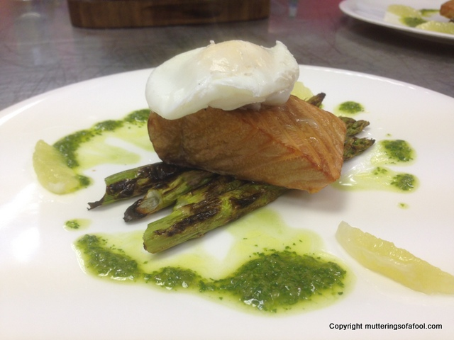 Hot smoked salmon and asparagus