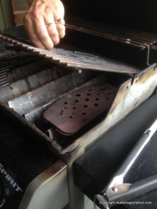 Smoke box on gas BBQ
